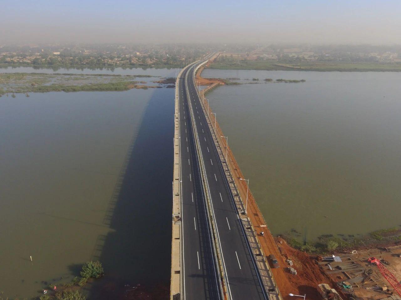 援尼日尔第三大桥项目主体工程建成通车